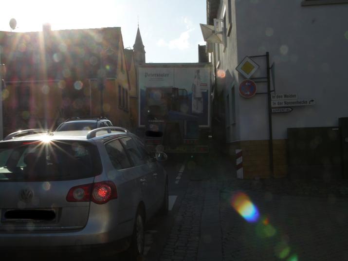 Verkehr auf der Hauptstraße